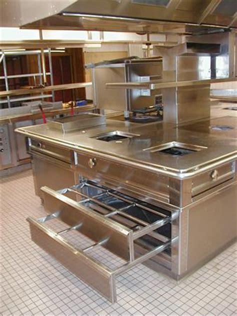 cuisine avec piano central piano cuisine central tout inox avec hotte matinox