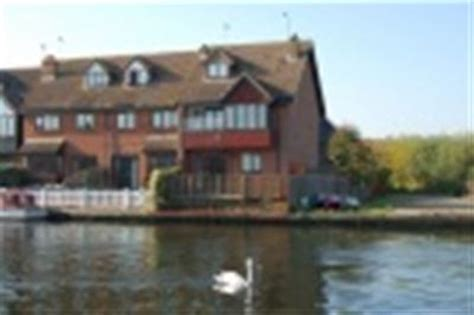 Fishing Boat Hire Southton by Norfolk Broads Holiday Cottages Riverside Rentals Horning