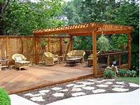 ground level deck plans Here's a ground level deck with a pergola and a lattice ...