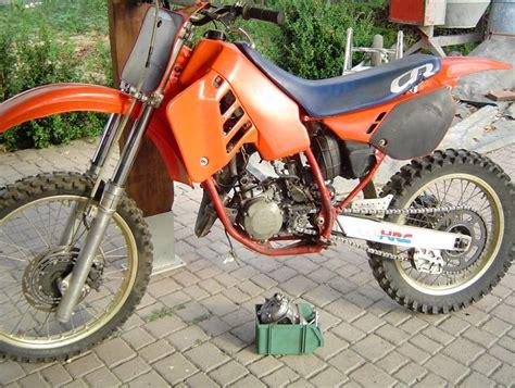 Grazie alla collaborazione con acerbis vi mostriamo l'abbigliamento protettivo necessario nel motocross. vendita moto da cross nuove e usate,yamaha.honda,kawasaki ...