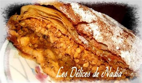 cuisine marocaine pastilla au poulet pastilla marocaine tourte poulet et amandes recettes