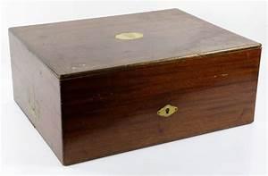 Luftdichte Box Keller : lot detail gustave keller dresser set box ~ Markanthonyermac.com Haus und Dekorationen