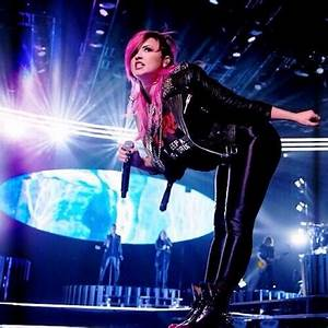 Demi Lovato & Cher Lloyd Sing Together At Neon Lights Tour ...