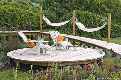 cr 233 er une terrasse en bois le pas 224 pas d 233 tente jardin