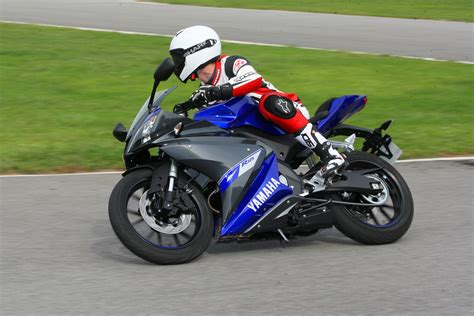 yamaha yzf r125 sportauspuff ride 2014 yamaha yzf r125 review visordown