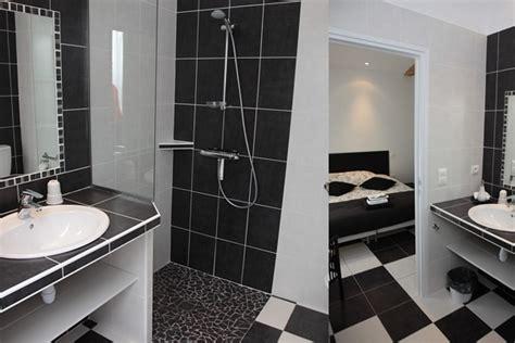 salle d eau dans chambre chambres d 39 hotes avec salle de réunion famille séminaire
