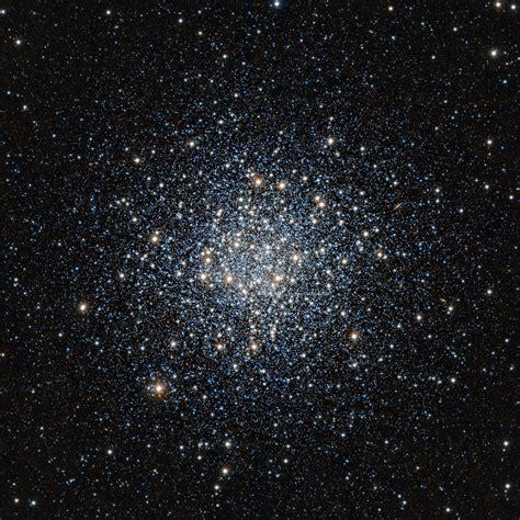 Eso Vista Observerer En Gigantisk Ball Av Stjerner