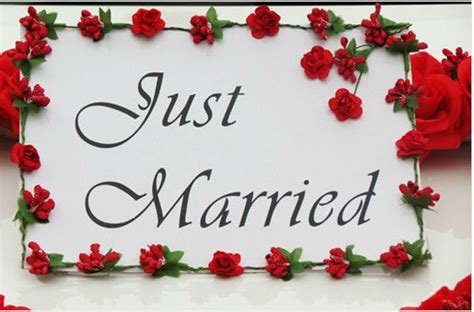 married wedding car sign banner  red flowers