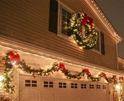 awesome tips  decorate  garage door  christmas