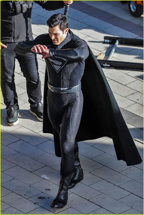 tyler hoechlin wears black version  superman suit