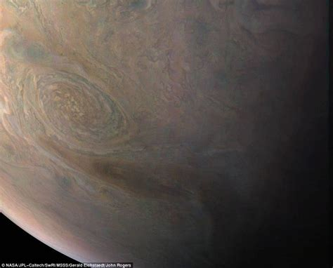 Nasa's Juno Satellite Reveals Jupiter's Little Red Spot