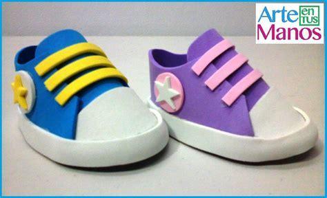 zapatos hechos en foami o goma para baby shower