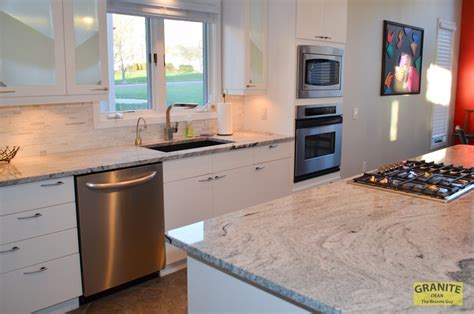 Siberian White Granite Makes This Contemporary Kitchen