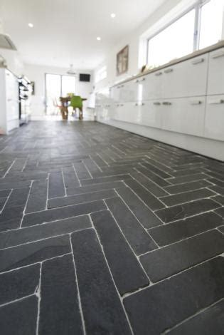 slate kitchen floor tiles black slate cobbles and briquettes with a tumbled effect 5319