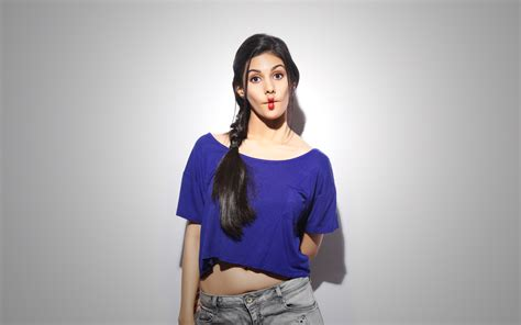 Amyra Dastur Beautiful HD Wallpaper 2015