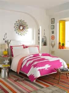 ive     light side  bedroom  white