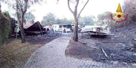 rosolina mare web incendio a rosolina mare 4 bungalow distrutti e 6 feriti