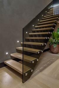 Moderne Wandleuchten Design : beleuchtung treppenhaus l sst die treppe unglaublich sch n erscheinen ~ Markanthonyermac.com Haus und Dekorationen