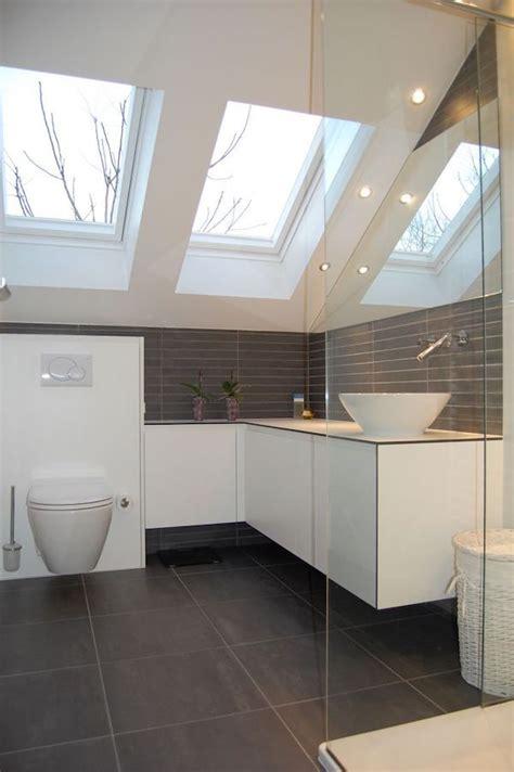 Badezimmer Fliesen Dachschräge by Badezimmer Mit Holz Was Muss Beachtet Werden Bad