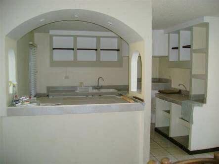 Cocina de concreto Cocinas de casa Ventanas de cocina y