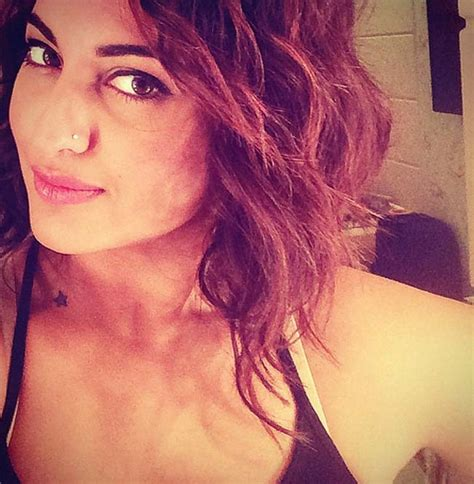 Sonakshi Sinha chops off her locks for a new glam look ...