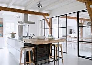 les 25 meilleures idees de la categorie plafond en bois With plan de travail exterieur beton 6 cuisine blanche deco design et plafond avec poutres en chene