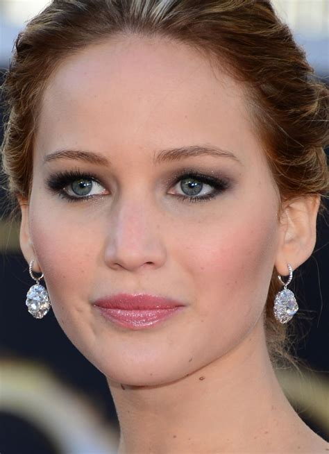 whoa jennifer lawrence wore basically  makeup   great gatsby premiere   glamour