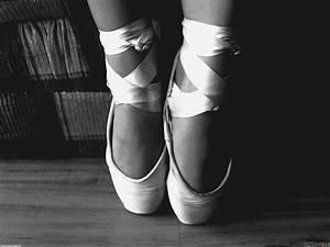 Ballet monochromatic wallpaper #11135 - Open Walls