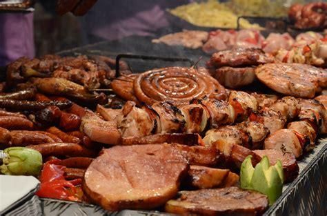 cuisine barbecue file barbecue food in romania jpg wikimedia commons
