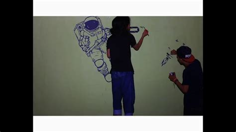Para astronot yang tinggal di dalam stasiun secara berkala harus keluar untuk melakukan perbaikan dan perawatan pada peralatan. 23+ Lukisan Dinding Tema Luar Angkasa - Romi Gambar