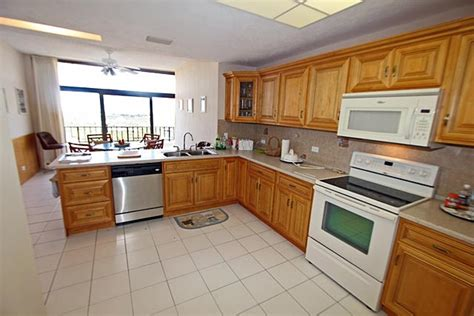 what is island kitchen grand bahama condo townhouse at greening glade freeport 7039