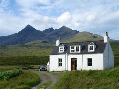 Highland Cottage by Glendrynoch Cottages Embrace Scotland