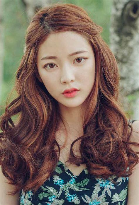 model rambut pendek  panjang wanita korea april