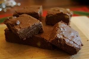 How to Make Homemade Chocolate Fudge (Recipe ...