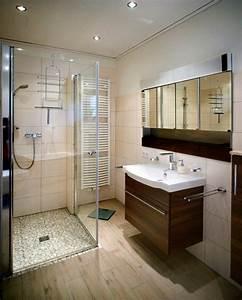 Kleines Bad Mit Wanne : kleines bad wanne und dusche ~ Frokenaadalensverden.com Haus und Dekorationen