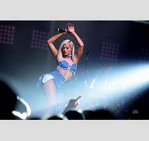 Bebe Rexha Performs Mtv Pre Vma Concert New York Hot And Sexy Celebrities