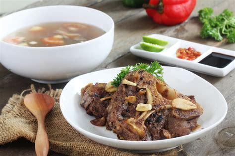 Hidangann ini begitu khas dengan penggunaan sayuran dan kuah gurih yang didapatkan dari daging ini memang sangatlah istimewa. Resep Sop Buntut Bakar Dengan Berbagai Rempah Nusantara | Fotografi makanan, Resep masakan, Makanan