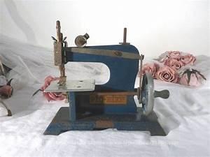Petite Machine À Coudre : vendu ancienne petite machine coudre jouet le ~ Melissatoandfro.com Idées de Décoration