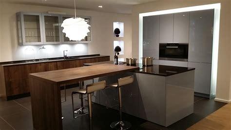 cuisines dieppe cuisine aménagée grise et bois avec îlot