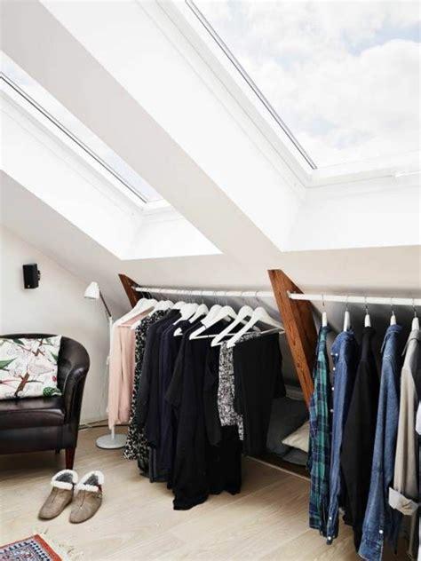 chambre sous toit placard chambre sous pente placard en sous pente porte