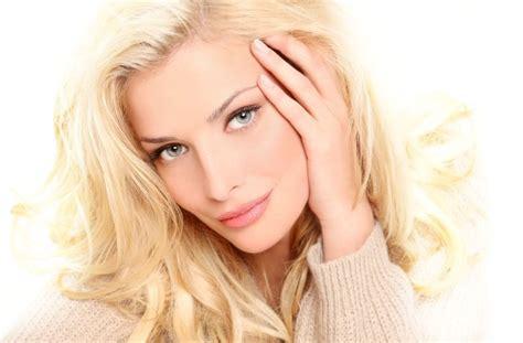 ideal blonde hairstyles  women  blue eyes