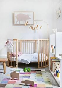 1001 idees pour la decoration chambre bebe fille With affiche chambre bébé avec tapis de roses pour le dos