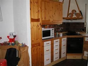 Ikea Küchen Test : vor der k che eine rustikale vollholz sitzbank ecke skih ttenflair sehr gem tlich k che im ~ Markanthonyermac.com Haus und Dekorationen