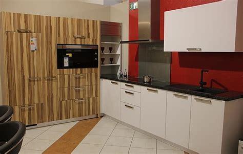 Cubemusterküche Lack Seidenmatt & Granit Arbeitsplatte