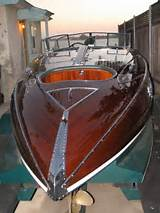 Pictures of Classic Wooden Speed Boats For Sale