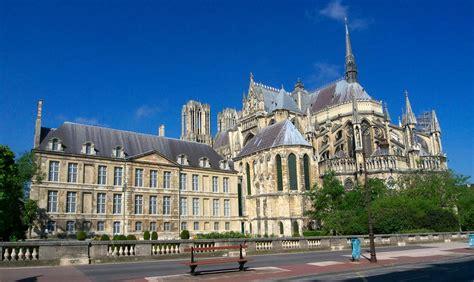 le four a bois reims palais du tau et cath 233 drale notre dame de reims photo et image world europe images