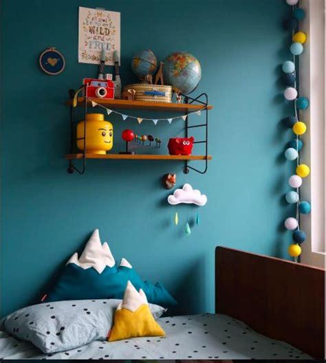 deco peinture chambre bebe garcon idée couleur tête de lit chambre bleu pétrole jaune