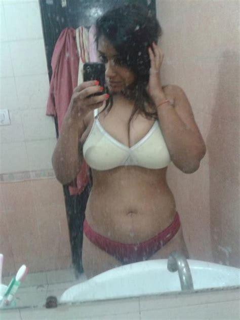 Desi Big Booby Girl Nude Selfie 14 Pics