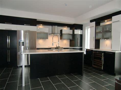 amoure de cuisine armoire de cuisine moderne avec ilot comptoir corian