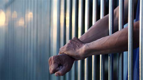 majority   inmates dont  mental health treatment